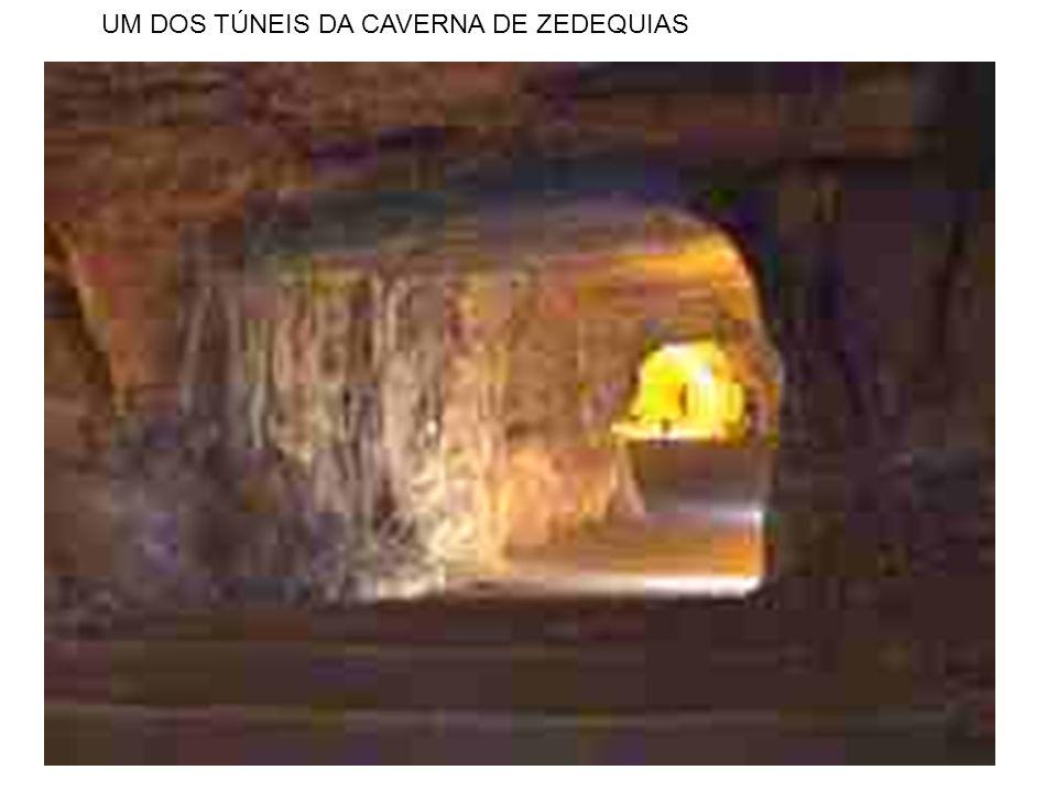UM DOS TÚNEIS DA CAVERNA DE ZEDEQUIAS