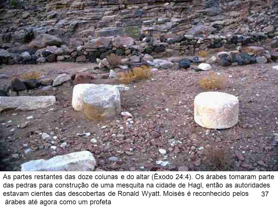 As partes restantes das doze colunas e do altar (Êxodo 24:4). Os árabes tomaram parte das pedras para construção de uma mesquita na cidade de Hagl, en