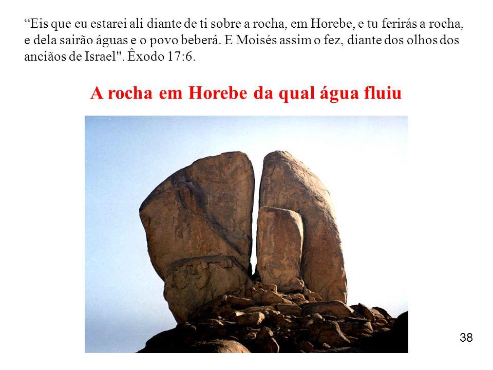"""""""Eis que eu estarei ali diante de ti sobre a rocha, em Horebe, e tu ferirás a rocha, e dela sairão águas e o povo beberá. E Moisés assim o fez, diante"""