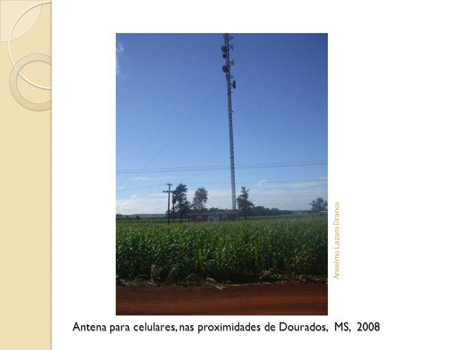Antena para celulares, nas proximidades de Dourados, MS, 2008 Anselmo Lazaro Branco