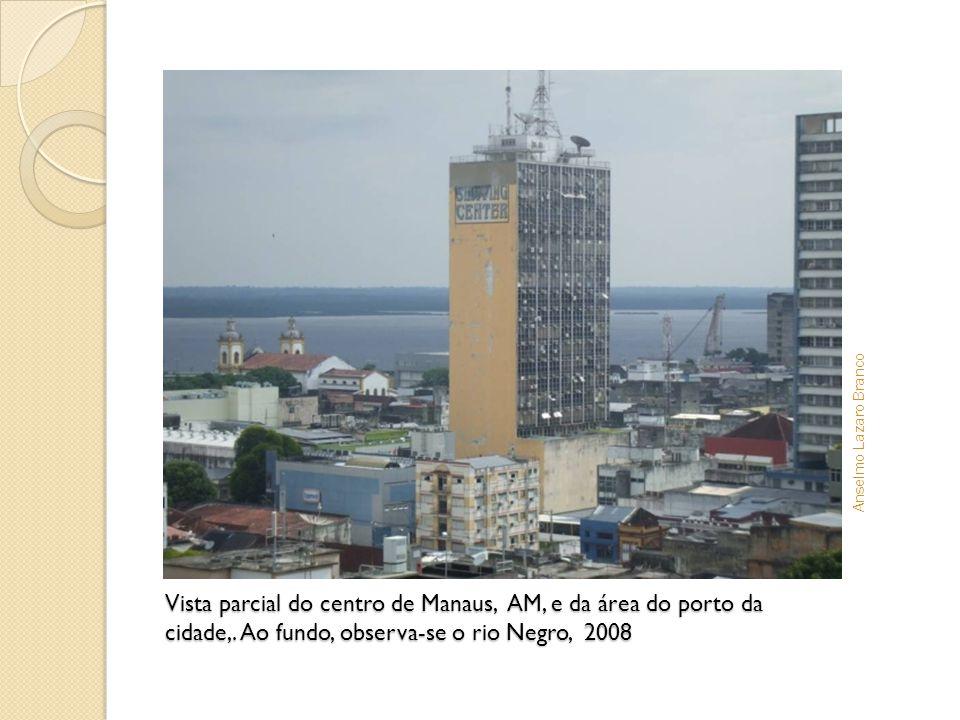 Vista parcial do centro de Manaus, AM, e da área do porto da cidade,. Ao fundo, observa-se o rio Negro, 2008 Anselmo Lazaro Branco