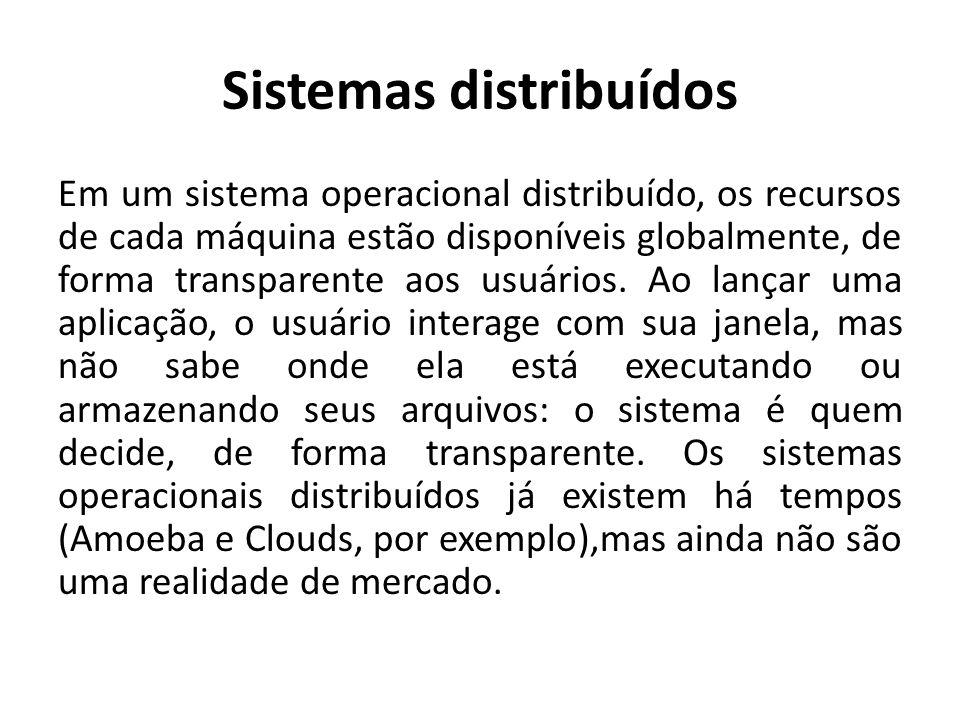 Sistemas distribuídos Em um sistema operacional distribuído, os recursos de cada máquina estão disponíveis globalmente, de forma transparente aos usuários.