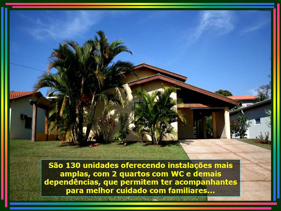 Outros ocupam os belos Chalés, muito confortáveis e limpos. Todos esses chalés foram construídos e doados à instituição...