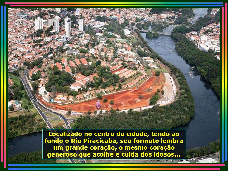 Localizado no centro da cidade, tendo ao fundo o Rio Piracicaba, seu formato lembra um grande coração, o mesmo coração generoso que acolhe e cuida dos idosos...
