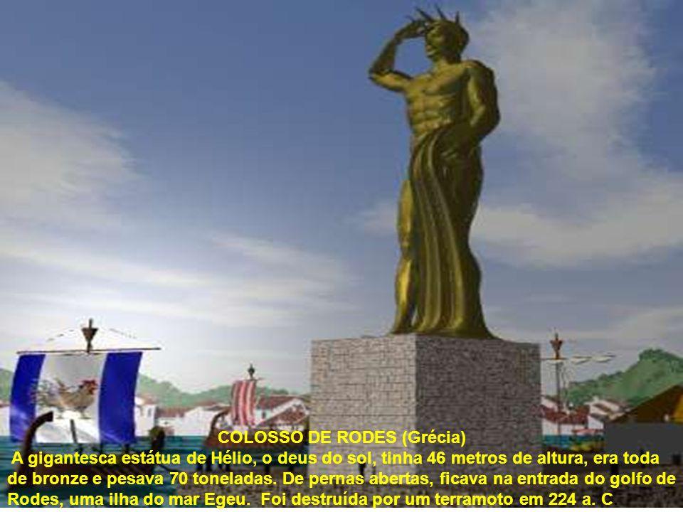COLOSSO DE RODES (Grécia) A gigantesca estátua de Hélio, o deus do sol, tinha 46 metros de altura, era toda de bronze e pesava 70 toneladas.