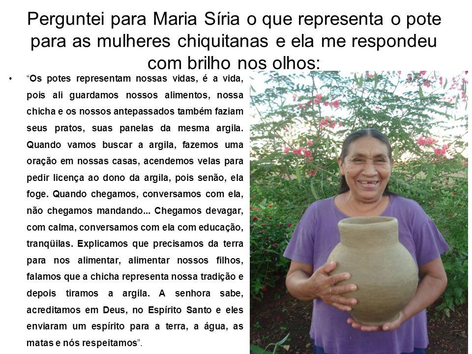 """Perguntei para Maria Síria o que representa o pote para as mulheres chiquitanas e ela me respondeu com brilho nos olhos: •""""Os potes representam nossas"""