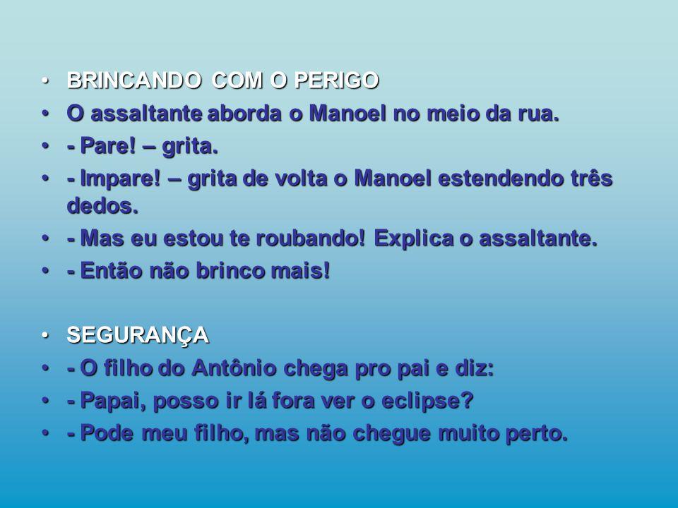 •BRINCANDO COM O PERIGO •O assaltante aborda o Manoel no meio da rua.