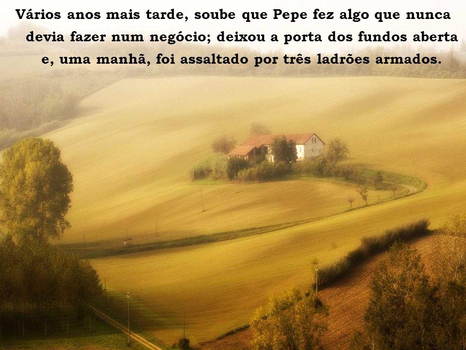 La casa sulla collina Vários anos mais tarde, soube que Pepe fez algo que nunca devia fazer num negócio; deixou a porta dos fundos aberta e, uma manhã, foi assaltado por três ladrões armados.