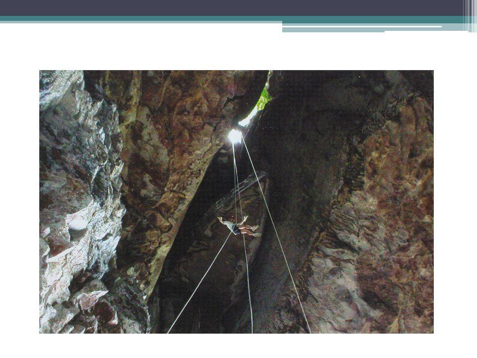 MONTANHISMO • Ação de subir, através de caminhada ou escalada, ao topo de uma montanha ou parede íngreme.