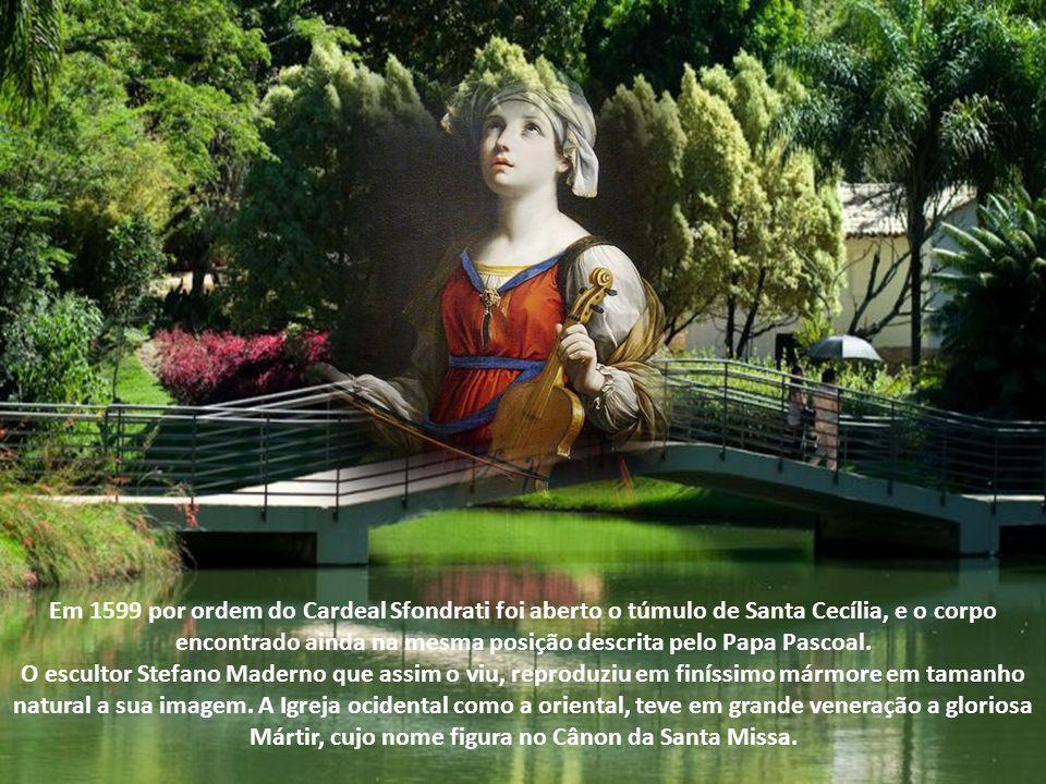 O corpo de Santa Cecília ficou muito tempo escondido, sem que lhe soubessem o jazigo. Uma aparição da Santa ao Papa Pascoal I (817-824) trouxe luz sob
