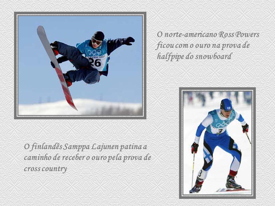 O norte-americano Ross Powers ficou com o ouro na prova de halfpipe do snowboard O finlandês Samppa Lajunen patina a caminho de receber o ouro pela pr