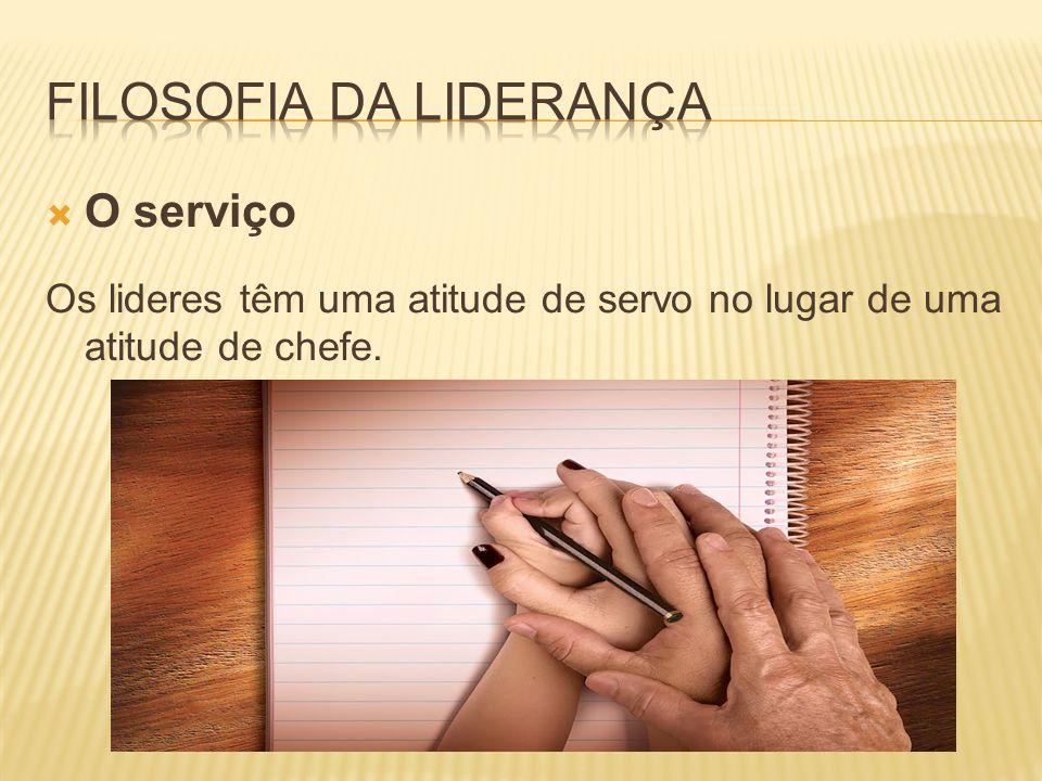  O serviço Os lideres têm uma atitude de servo no lugar de uma atitude de chefe.