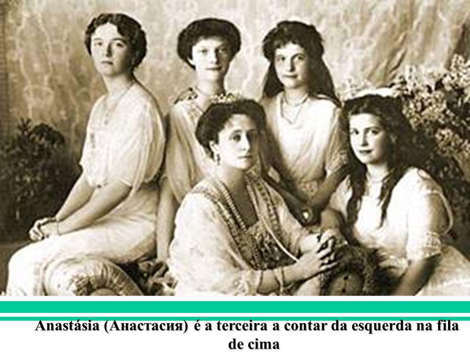 IDADE CONTEMPORÂNEA REVOLUÇÃO RUSSA (1917) Anastásia (Анастасия) é a terceira a contar da esquerda na fila de cima