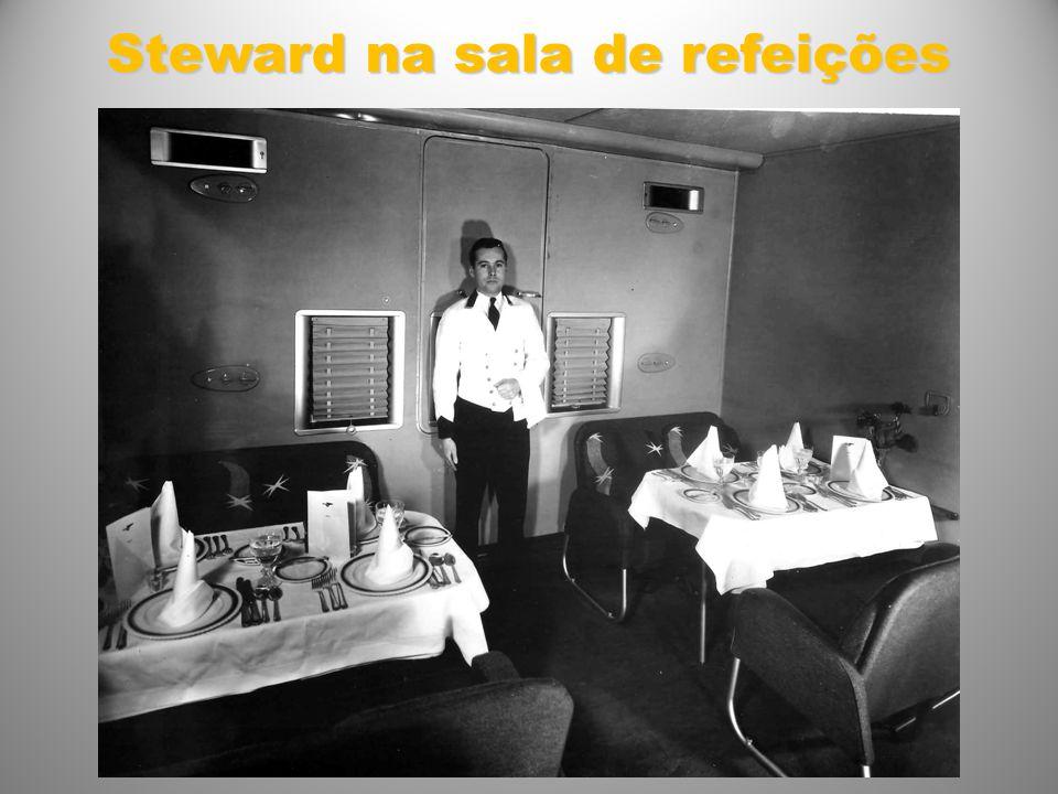 Steward na sala de refeições