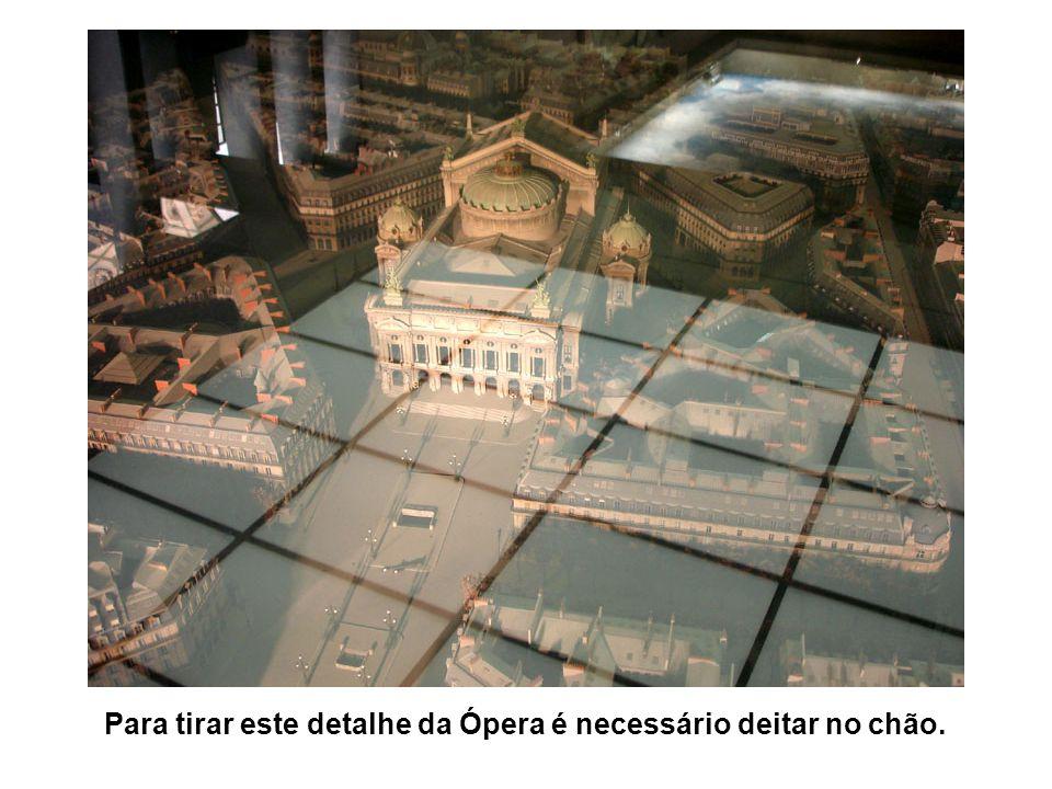 Para tirar este detalhe da Ópera é necessário deitar no chão.
