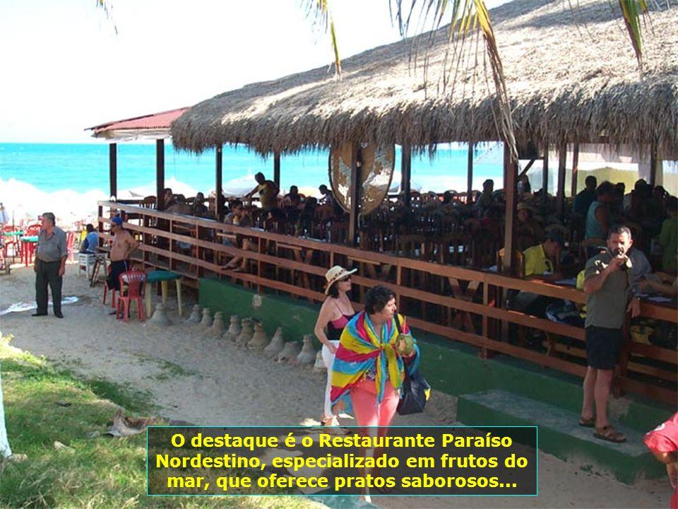 Distante 15 km de Maceió, a Praia do Francês oferece variadas opções de diversões e passeios, como ultra-leve, banana-boat, mini-motos. Lá, pode-se to