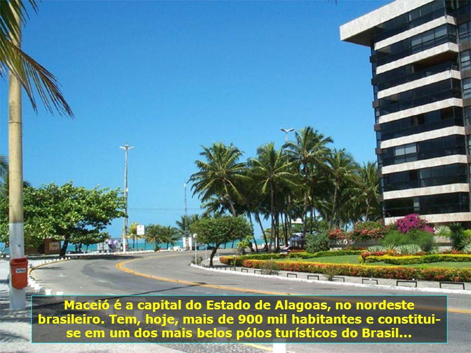 """O nome Maceió origina-se de """"Maçayo"""" ou """"Maçai- o-k"""", que na língua Tupi significa """"o que tapa o alagadiço"""". A cidade nasceu no século XVIII, de um an"""