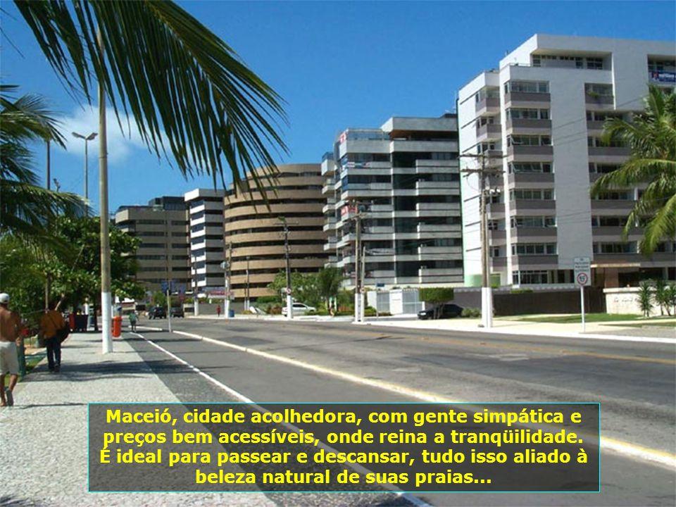 Maceió é a capital do Estado de Alagoas, no nordeste brasileiro. Tem, hoje, mais de 900 mil habitantes e constitui- se em um dos mais belos pólos turí