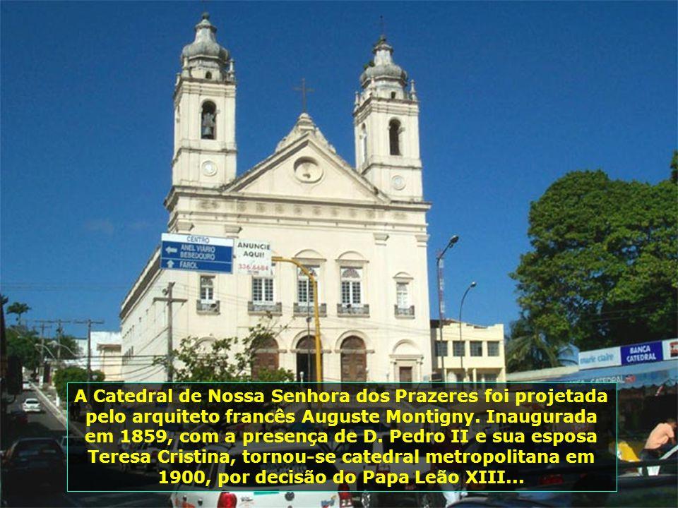 A Catedral de Nossa Senhora dos Prazeres foi projetada pelo arquiteto francês Auguste Montigny.