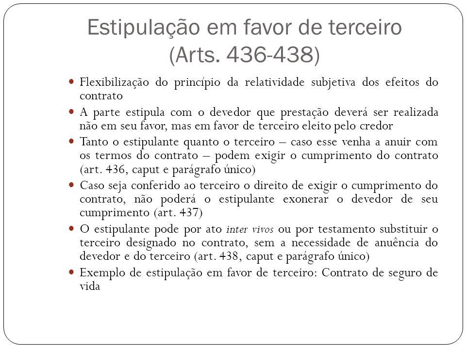 Estipulação em favor de terceiro (Arts. 436-438) Flexibilização do princípio da relatividade subjetiva dos efeitos do contrato A parte estipula com o
