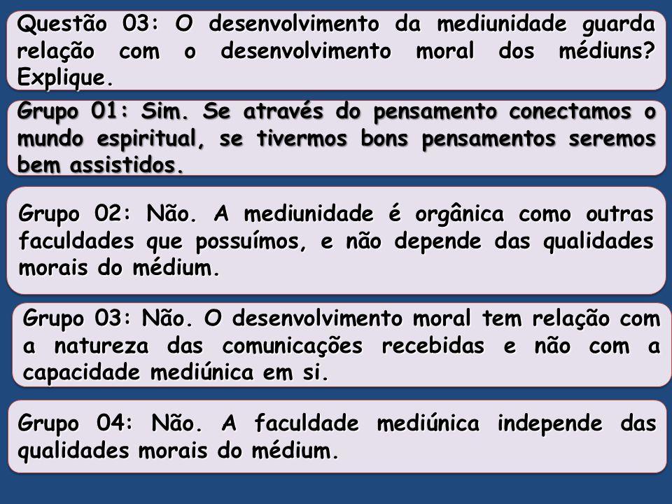 """Questão 2 Dar um conceito de médium. [...] """"Todo aquele que sente, num grau qualquer, a influência dos Espíritos é, por esse fato, médium. [...] Pode,"""