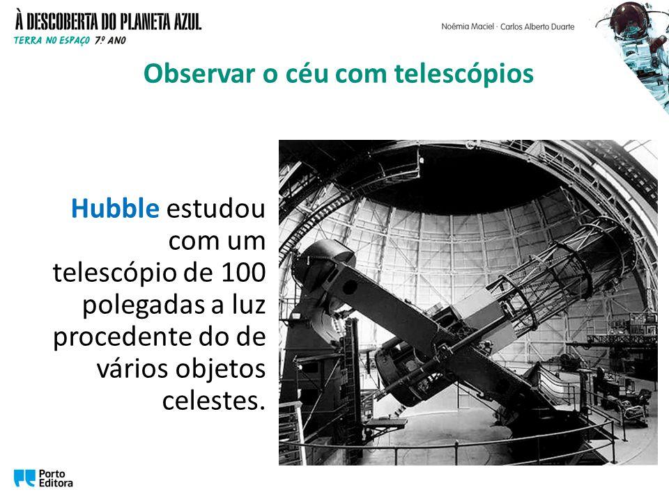 Hubble estudou com um telescópio de 100 polegadas a luz procedente do de vários objetos celestes. Observar o céu com telescópios