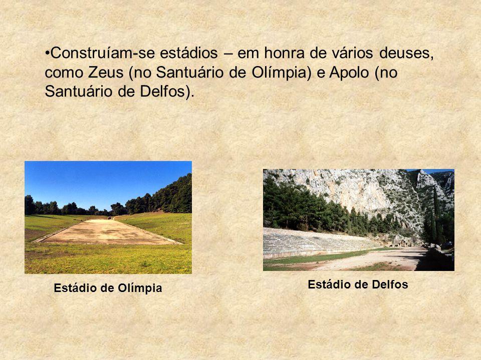 Construíam-se estádios – em honra de vários deuses, como Zeus (no Santuário de Olímpia) e Apolo (no Santuário de Delfos). Estádio de Olímpia Estádio d