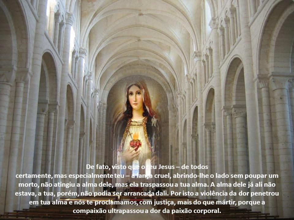 2 - Estava sua mãe junto à cruz O martírio da Virgem é mencionado tanto na profecia de Simeão quanto no relato da paixão do Senhor. Este foi posto, di