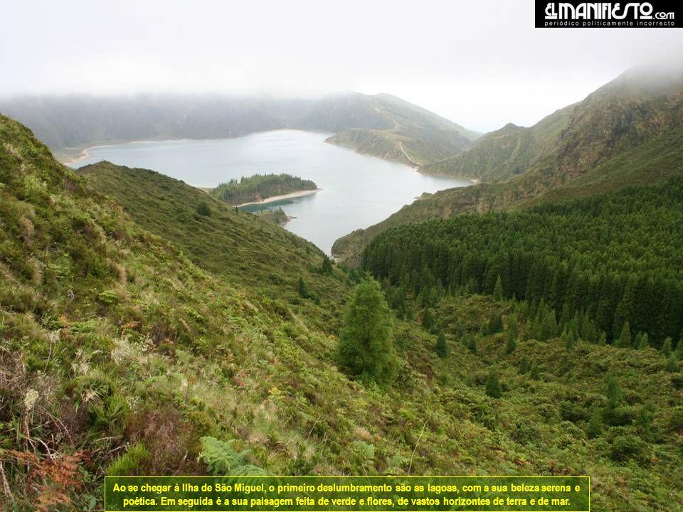Ao se chegar à Ilha de São Miguel, o primeiro deslumbramento são as lagoas, com a sua beleza serena e poética.