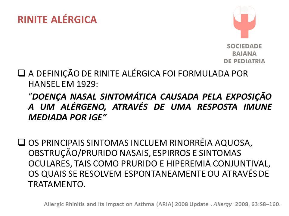 RINITE ALÉRGICA  A DEFINIÇÃO DE RINITE ALÉRGICA FOI FORMULADA POR HANSEL EM 1929: DOENÇA NASAL SINTOMÁTICA CAUSADA PELA EXPOSIÇÃO A UM ALÉRGENO, ATRAVÉS DE UMA RESPOSTA IMUNE MEDIADA POR IGE  OS PRINCIPAIS SINTOMAS INCLUEM RINORRÉIA AQUOSA, OBSTRUÇÃO/PRURIDO NASAIS, ESPIRROS E SINTOMAS OCULARES, TAIS COMO PRURIDO E HIPEREMIA CONJUNTIVAL, OS QUAIS SE RESOLVEM ESPONTANEAMENTE OU ATRAVÉS DE TRATAMENTO.