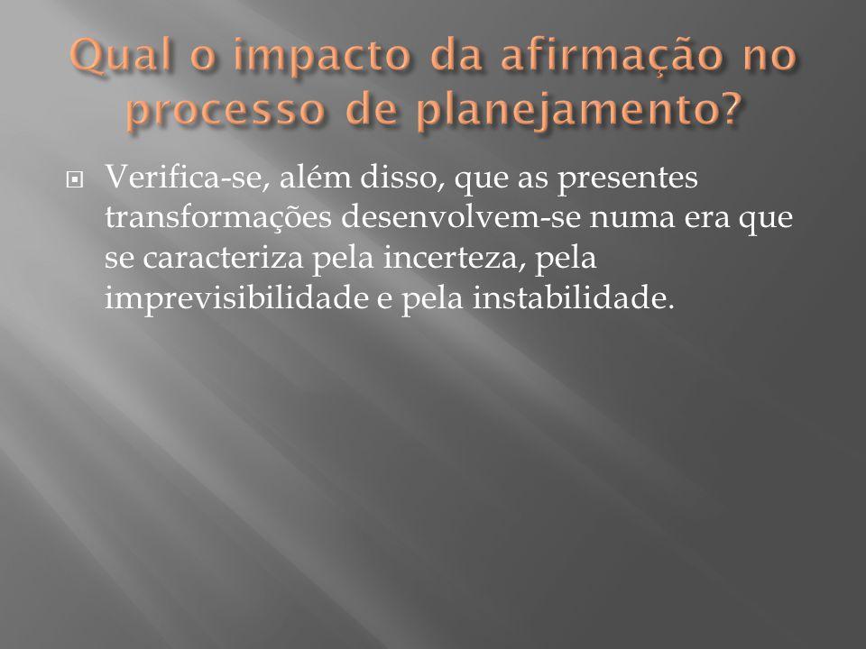  Verifica-se, além disso, que as presentes transformações desenvolvem-se numa era que se caracteriza pela incerteza, pela imprevisibilidade e pela in