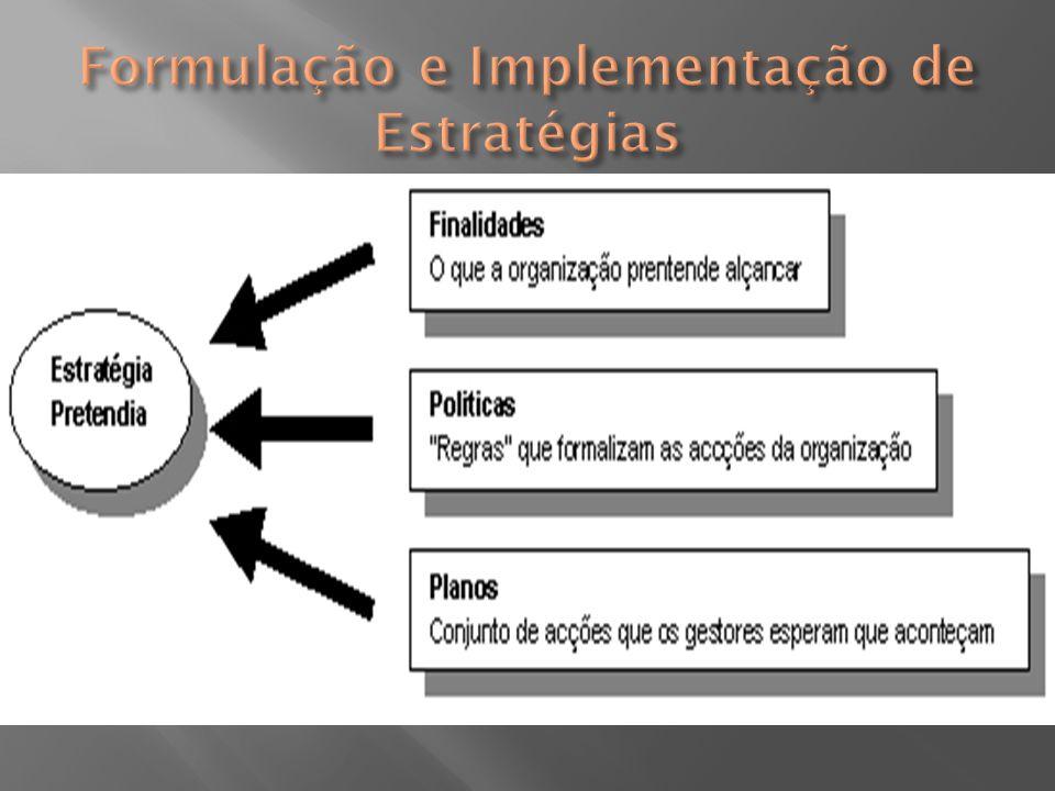  Estratégias Realizadas: r eferem-se ao passado  Apesar de se considerar que teoricamente, uma estratégia pretendida é bem sucedida se for implementada e realizada na sua totalidade (Estratégia Deliberada), as estratégias pretendidas podem ser bastante diferentes das que realmente se realizam
