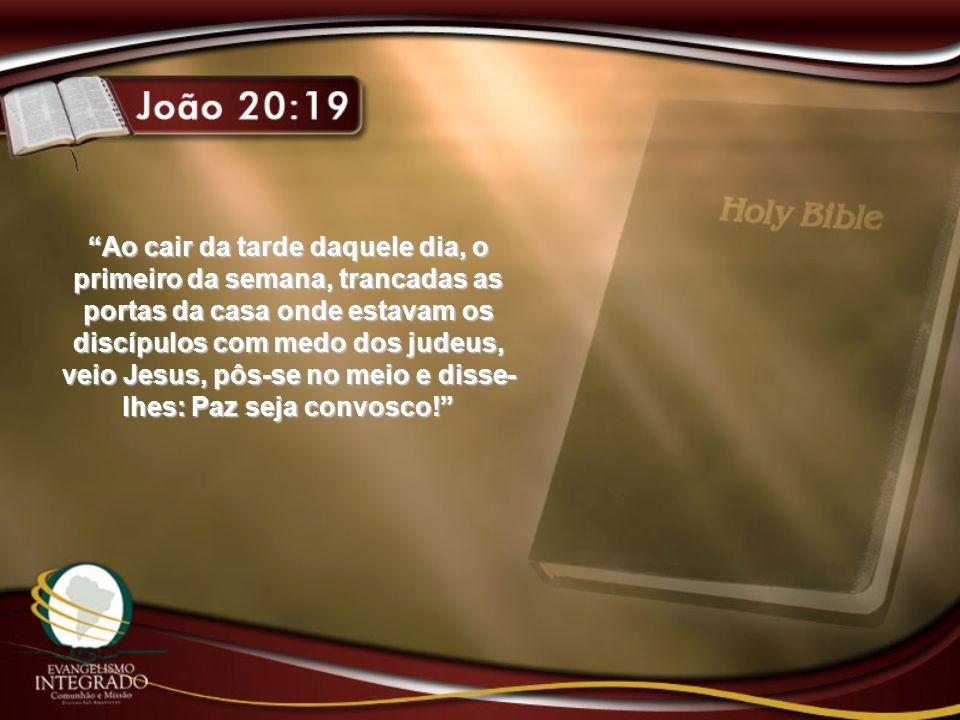 """""""Ao cair da tarde daquele dia, o primeiro da semana, trancadas as portas da casa onde estavam os discípulos com medo dos judeus, veio Jesus, pôs-se no"""