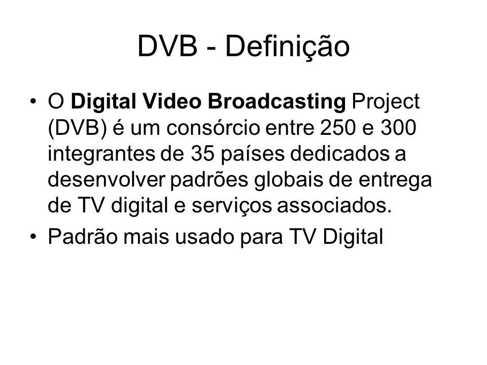 DVB - Definição O Digital Video Broadcasting Project (DVB) é um consórcio entre 250 e 300 integrantes de 35 países dedicados a desenvolver padrões globais de entrega de TV digital e serviços associados.