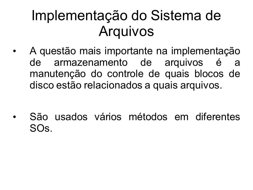 Implementação do Sistema de Arquivos A questão mais importante na implementação de armazenamento de arquivos é a manutenção do controle de quais bloco