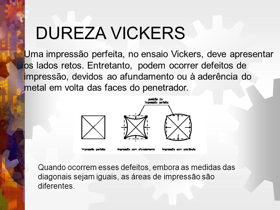 DUREZA VICKERS Uma impressão perfeita, no ensaio Vickers, deve apresentar os lados retos. Entretanto, podem ocorrer defeitos de impressão, devidos ao