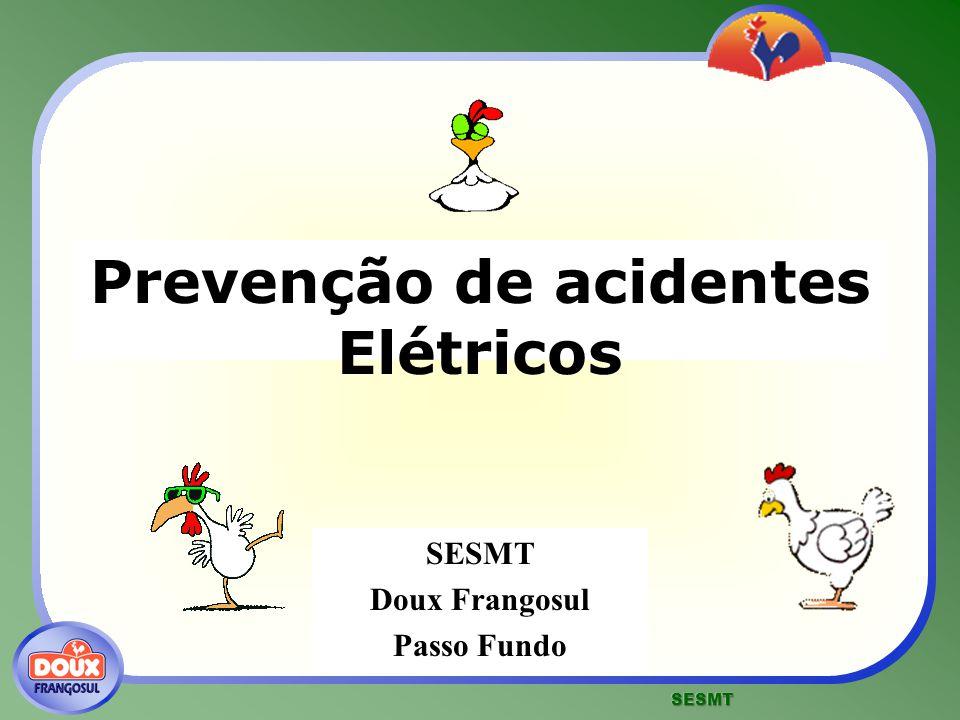 Prevenção de acidentes Elétricos Há vários tipos de proteção e de providências que podem ser usados para se evitar o choque elétrico: fusíveis e disjuntores aterramentos materiais isolantes e uso de EPC uso de EPI