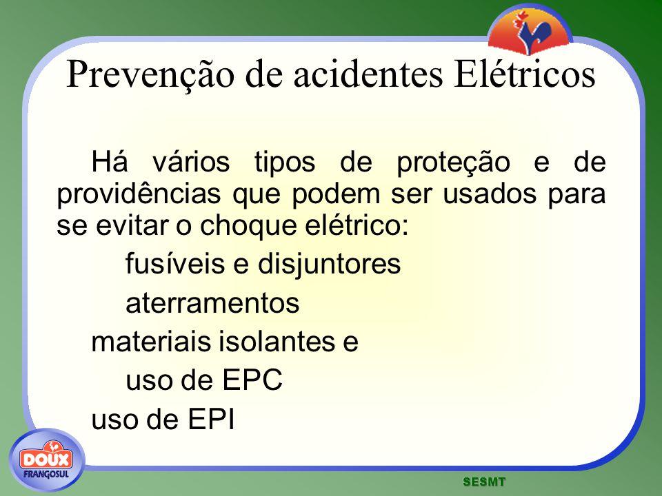 Prevenção de acidentes Elétricos Há vários tipos de proteção e de providências que podem ser usados para se evitar o choque elétrico: fusíveis e disju