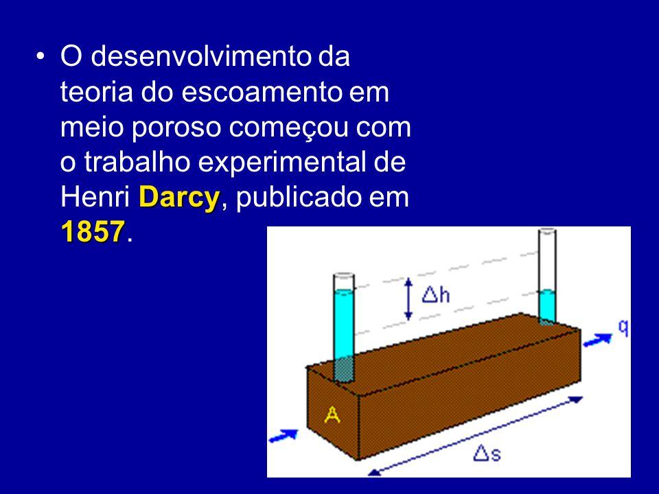 Darcy 1857O desenvolvimento da teoria do escoamento em meio poroso começou com o trabalho experimental de Henri Darcy, publicado em 1857.