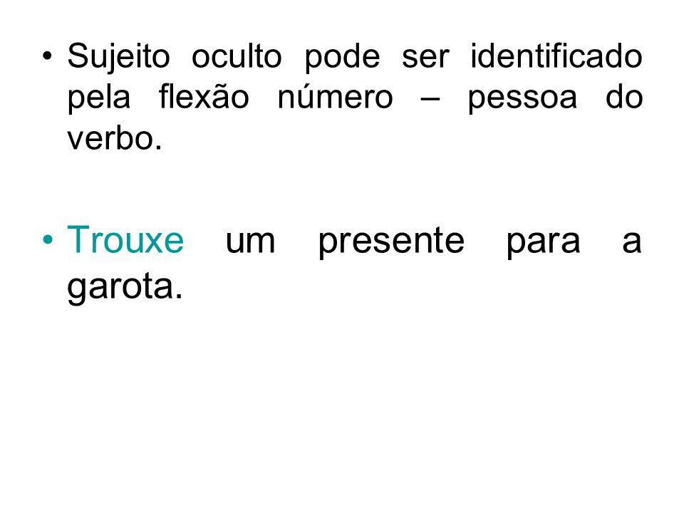 Sujeito oculto pode ser identificado pela flexão número – pessoa do verbo. Trouxe um presente para a garota.
