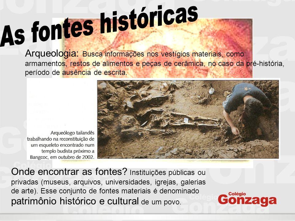 Arqueologia: Busca informações nos vestígios materiais, como armamentos, restos de alimentos e peças de cerâmica, no caso da pré-história, período de ausência de escrita.