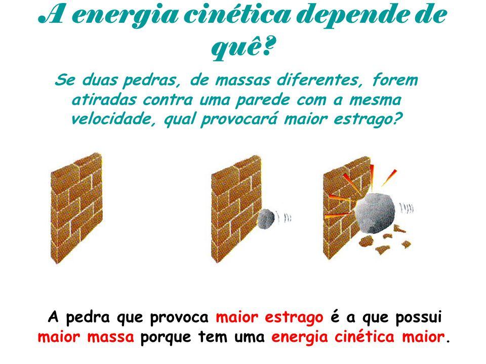 A energia cinética depende de quê? Se duas pedras, de massas diferentes, forem atiradas contra uma parede com a mesma velocidade, qual provocará maior