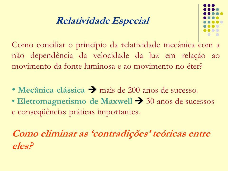 Como conciliar o princípio da relatividade mecânica com a não dependência da velocidade da luz em relação ao movimento da fonte luminosa e ao moviment