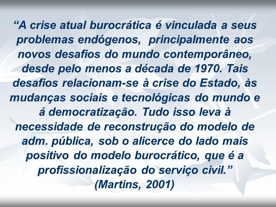 """""""A crise atual burocrática é vinculada a seus problemas endógenos, principalmente aos novos desafios do mundo contemporâneo, desde pelo menos a década"""