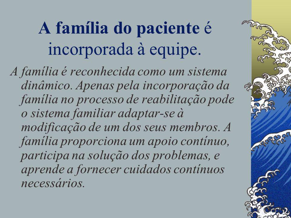 A família do paciente é incorporada à equipe.A família é reconhecida como um sistema dinâmico.