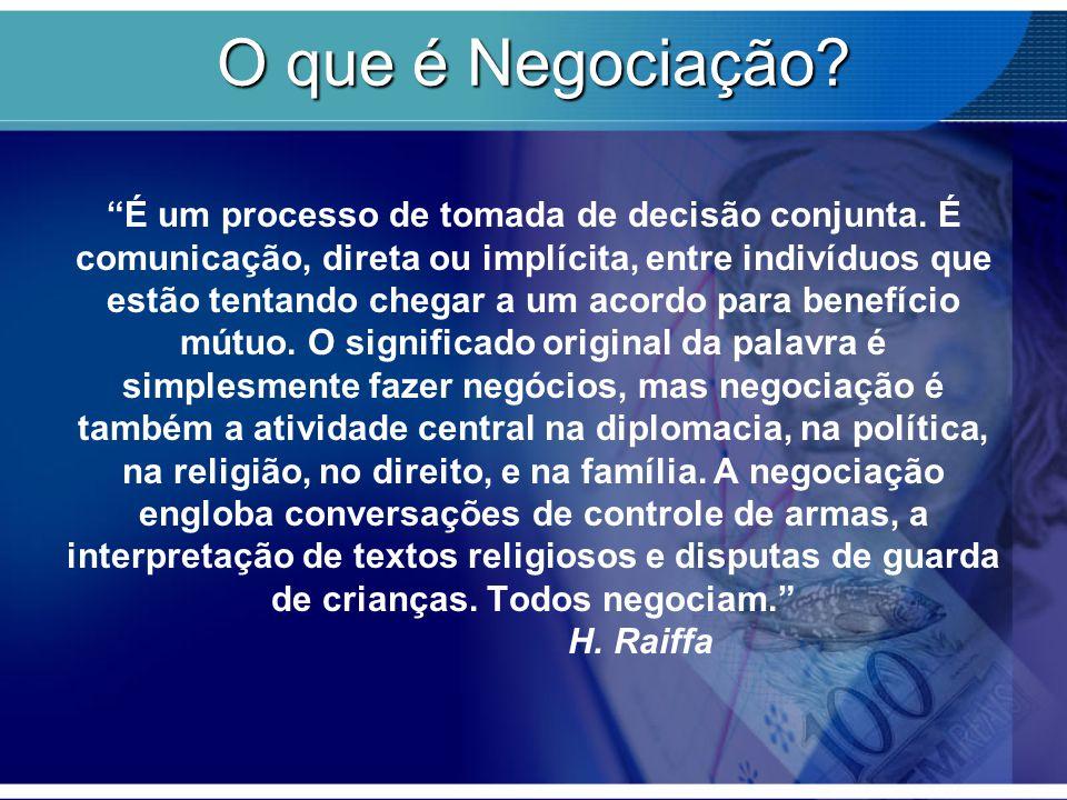 """O que é Negociação? """"É um processo de tomada de decisão conjunta. É comunicação, direta ou implícita, entre indivíduos que estão tentando chegar a um"""