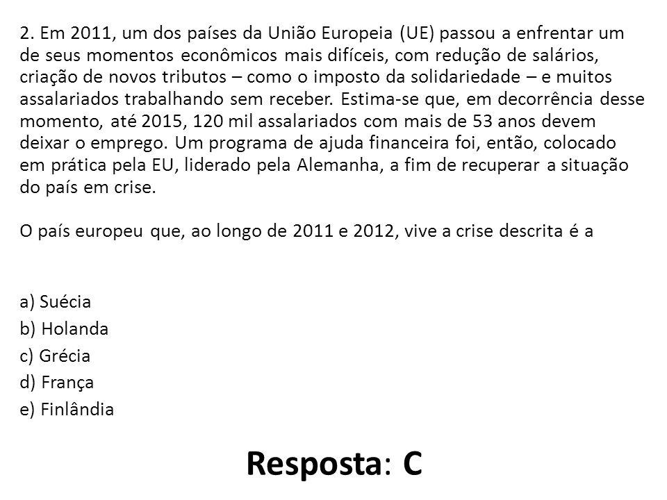 2. Em 2011, um dos países da União Europeia (UE) passou a enfrentar um de seus momentos econômicos mais difíceis, com redução de salários, criação de