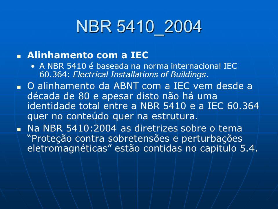 NBR 5410_2004 Alinhamento com a IEC A NBR 5410 é baseada na norma internacional IEC 60.364: Electrical Installations of Buildings. O alinhamento da AB