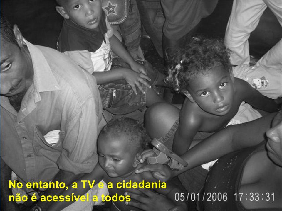 CIDADANIA HIGIENE SEGURANÇA O circuito interno de TV mostra vídeos sobre