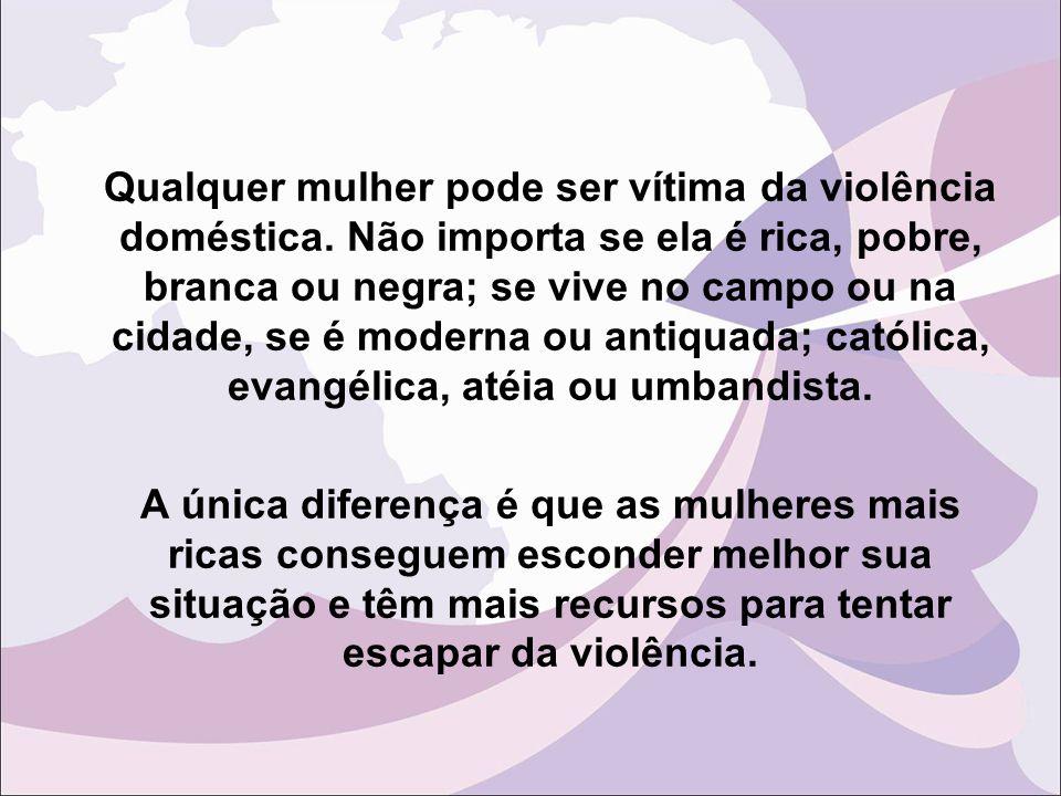 Mitos sobre a violência doméstica A violência doméstica ocorre muito esporadicamente  No Brasil 7 minutos uma quebradeira dentro de casa 5 minutos uma ameaça de espancamento 4 minutos uma mulher fica trancada em casa, impedida de sair 3 minutos uma mulher sofre uma ameaça a sua integridade física com arma de fogo 9 minutos uma mulher sofre tapas e empurrões 4 minutos ou 15 segundos uma mulher é espancada
